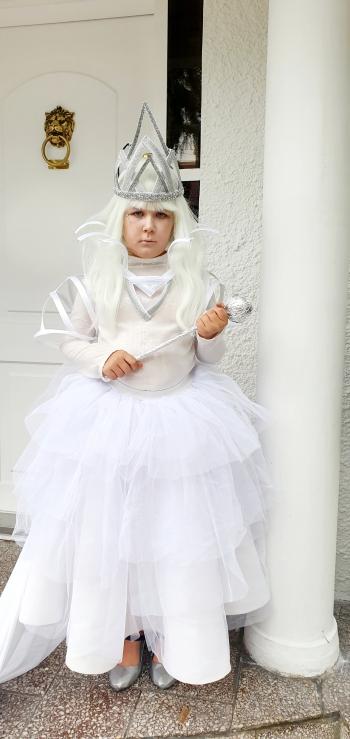 """Antonina Czelej (2 A) – praca pt. """"Królowa śniegu"""""""