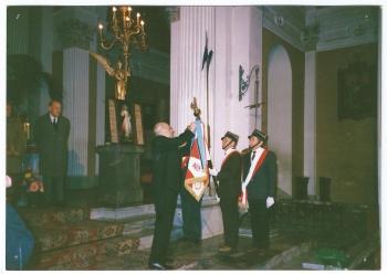 Dekoracja sztandaru 19 Pułku Ułanów Wołyńskich orderem Virtuti Militari w dn. 18.10.1989
