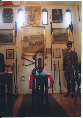 Wnętrze Izby Pamięci, w której rotmistrz Bernard gromadził pamiątki z działalności oddziału